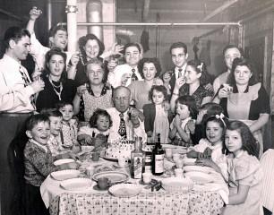 Italian_family_dinner