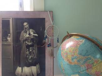 dream frida and globe